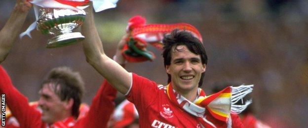 Alan Hansen celebrates winning the FA Cup in 1986