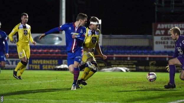 Billy McKay scores for Inverness Caledonian Thistle against St Mirren
