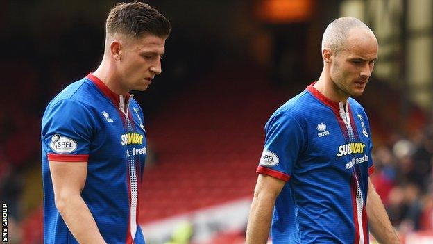 Defenders Josh Meekings (left) and David Raven are out of contract in the summer