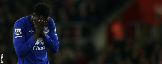 Everton striker Romelu Lukaku reacts after missing a chance against Southampton
