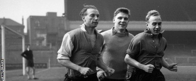 Sir Stanley Matthews (left)