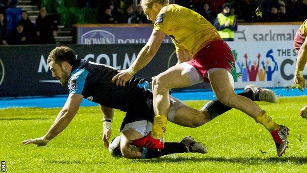 Alex Dunbar scores a try for Glasgow