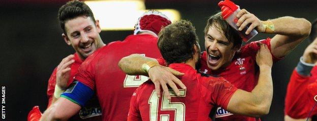 Leigh Halfpenny (C) congratulates Liam Williams (R) after Wales beat South Africa, while Alex Cuthbert (L) looks on