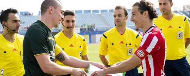 Celtic captain Scott Brown exchanges pendants with PSV Eindhoven counterpart Andrew Guardado