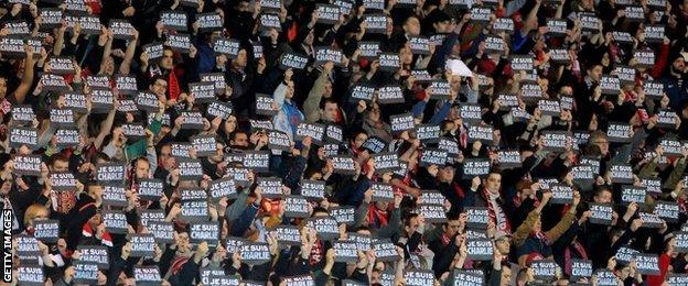 Guingamp fans held up signs in solidarity