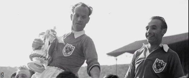 Sir Stanley Matthews (right)