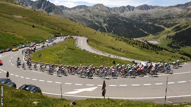 Riders on stage eight of the 2009 Tour de France