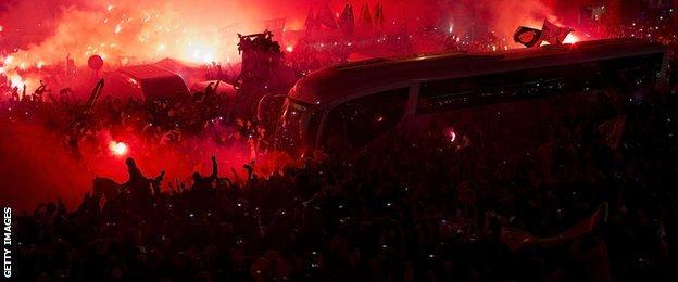 Real Madrid team bus is met by fans