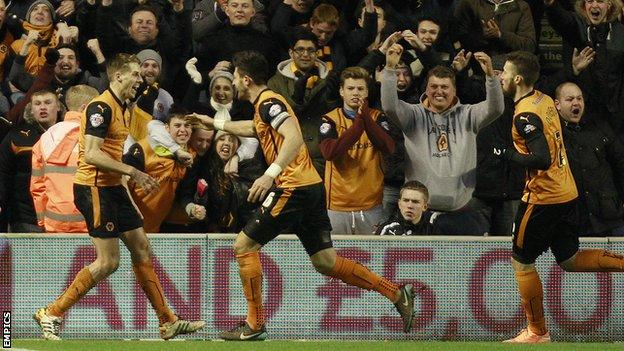 Dave Edwards celebrates his goal with Wolves teammates