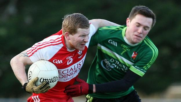 Derry's Enda Lynn shrugs off Niall Delargy of Queen's as the students run out four-point winners over the Oak Leafers