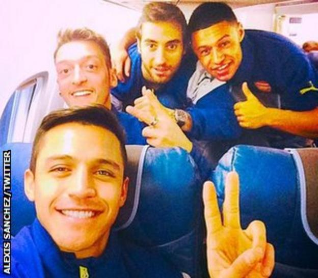 Alexis Sanchez and team-mates
