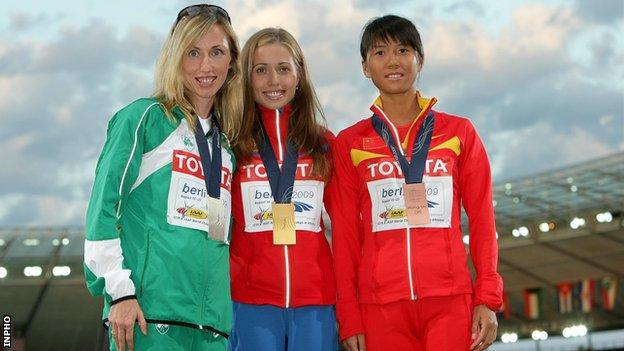 Olive Loughnane (left) with Russia's Olga Kaniskina (centre) and China's Liu Hong at the 2009 World Championship 20K walk medal ceremony