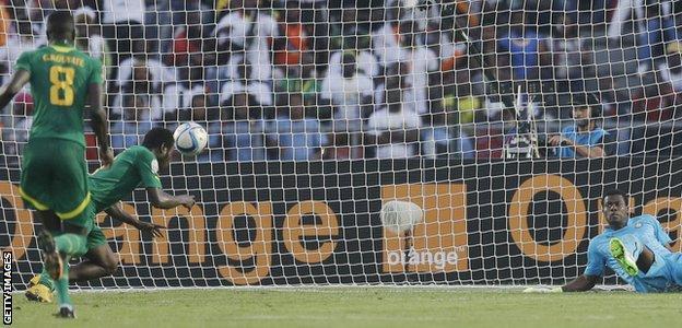 Mame Biram Diouf scores