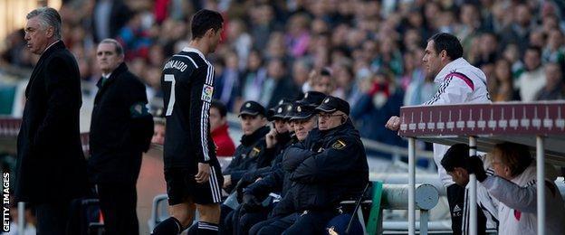 Ronaldo trudges off past Real Madrid coach Carlo Ancelotti
