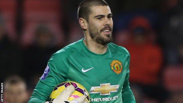 Victor Valdes during his Manchester United debut