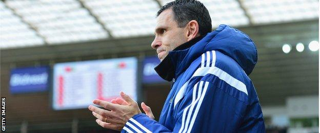 Sunderland manager Gus Poyet applauds