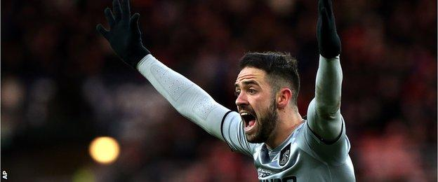 Danny Ings appeals to referee Lee Mason