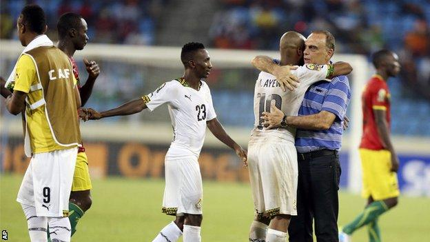 Avram Grant and his players celebrate