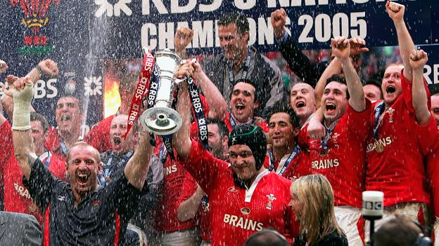 2005 Grand Slam celebration with Gareth Thomas and Michael Owen