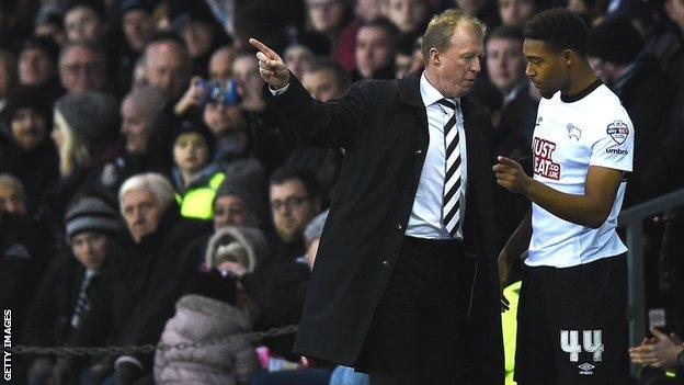 Steve McClaren gives some instructions to winger Jordon Ibe
