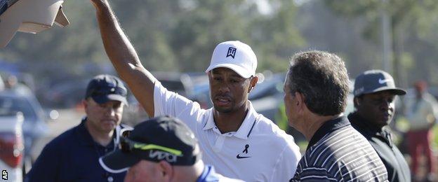 Tiger Woods withdraws from Torrey Pines opening round through injury
