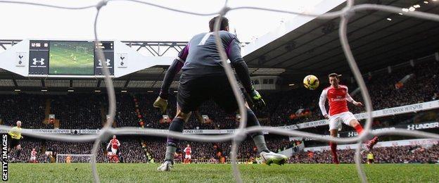 Mesut Ozil scores for Arsenal