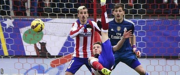 Saul scores from an overhead kick for Atletico Madrid