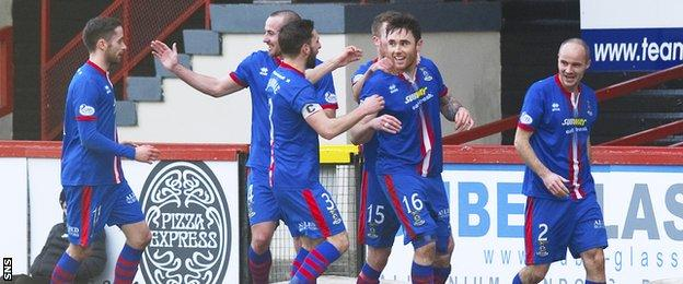 Inverness CT's Greg Tansey (2nd from left) celebrates his goal with his team-mates