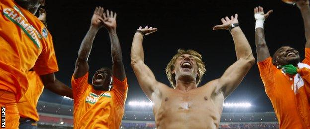 Herve Renard (second from right) with Ivory Coast players
