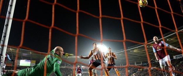 Brad Guzan fails to prevent Dame N'Doye from scoring Hull's second
