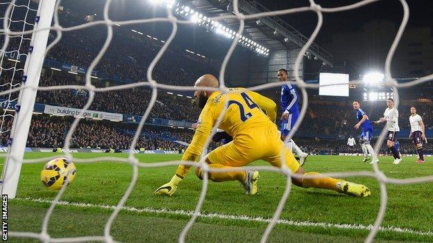Willian's strike deflects off Steven Naismith past Tim Howard