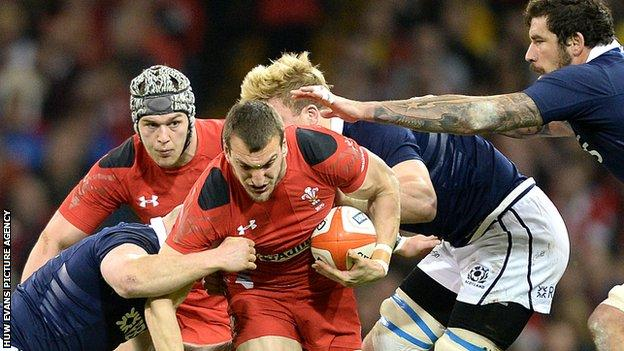 Sam Warburton on the attack for Wales against Scotland