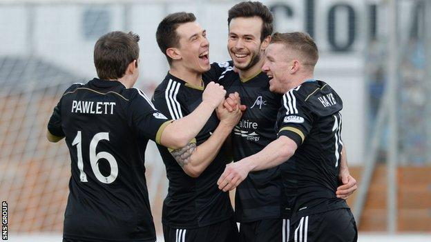 Aberdeen won 3-0 at Hamilton to stay three points behind Premiership leaders Celtic