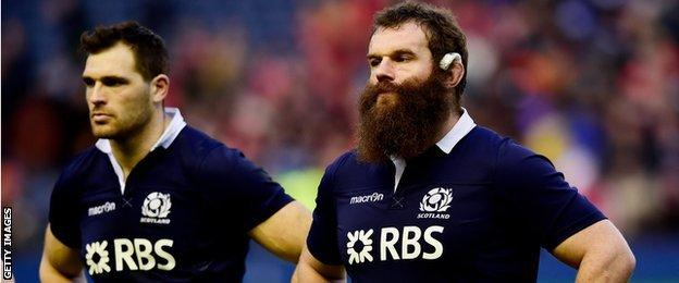 Dejected Scotland players Sean Lamont and Geoff Cross