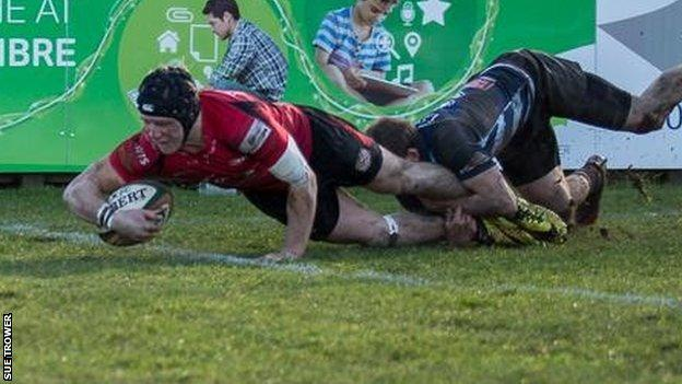 Drew Locke scores a try for Jersey against Bedford