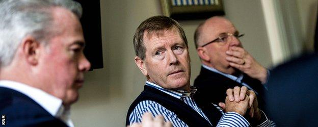 Dave King (centre)
