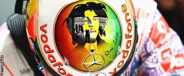 Lewis Hamilton with a helmet in tribute to reggae superstar Bob Marley