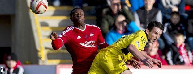 Aberdeen's Donervon Daniels challenges St Mirren's John McGinn