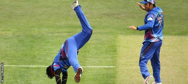 Hamid Hassan of Afghanistan does a cartwheel