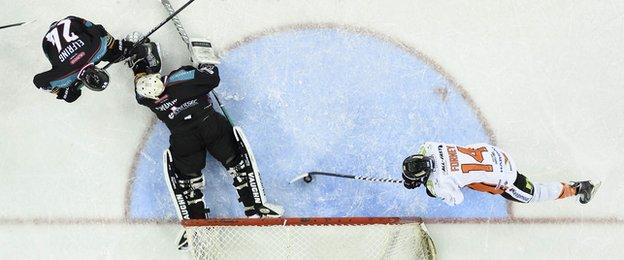Mike Forney scores Sheffield's second goal in the Elite League clash at the Odyssey