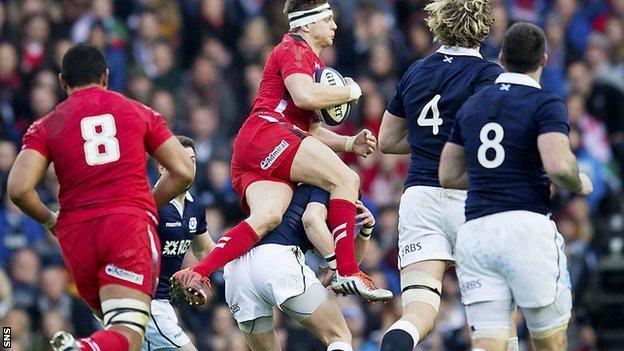 Finn Russell challenges Wales' Dan Biggar