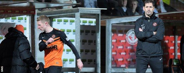 Dundee United manager Jackie McNamara had to take Chris Erskine off after the early red card