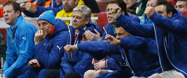 Alex Oxlade-Chamberlain's goal draws celebration on Arsenal's bench