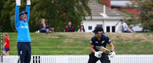 England's Sarah Taylor appeals against New Zealand
