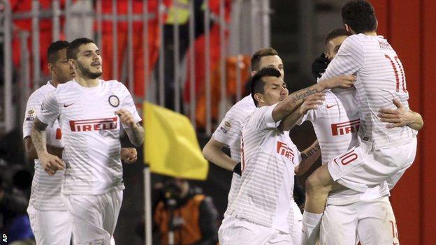 Inter Milan celebrate against Cagliari