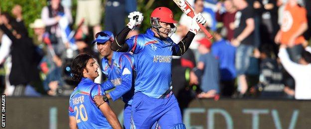 Hamid Hassan and Shapoor Zadran celebrate Afghanistan's win
