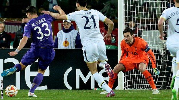 Mario Gomez beats Hugo Lloris for Fiorentina's first goal