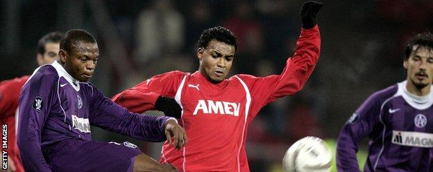 Prince Rajcomar (centre) in action for Utrecht