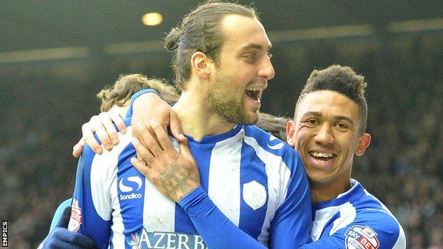 Atdhe Nuhiu celebrates his penalty