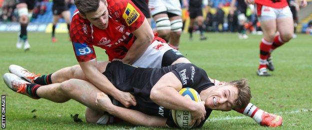 Alex Lewington scores